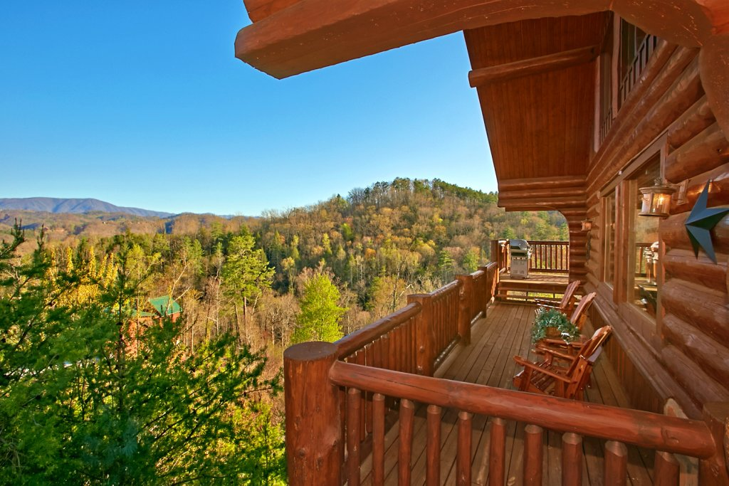 Photo of a Pigeon Forge Cabin named Mountaintop Paradise - This is the forty-ninth photo in the set.