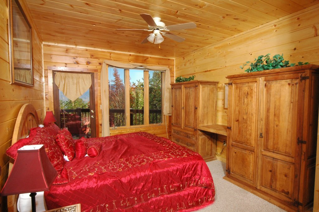 Photo of a Gatlinburg Cabin named Eagle's Nest #379 - This is the fifteenth photo in the set.