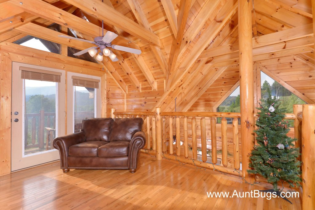 Photo of a Sevierville Cabin named Poolside Retreat #221 - This is the eighteenth photo in the set.