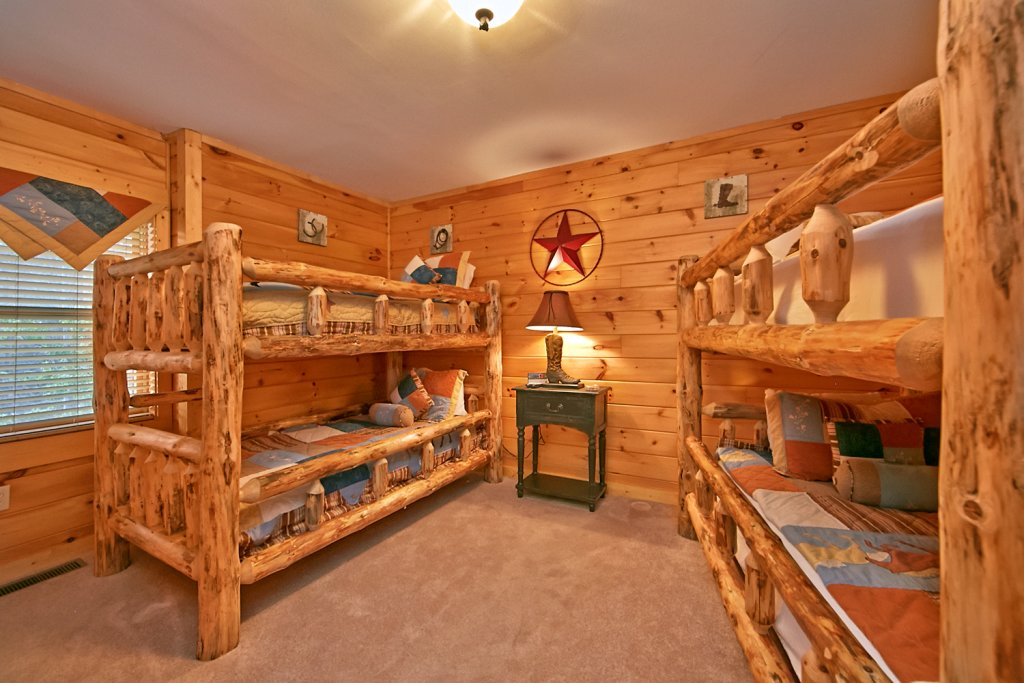 Photo of a Pigeon Forge Cabin named Mountaintop Paradise - This is the forty-fifth photo in the set.