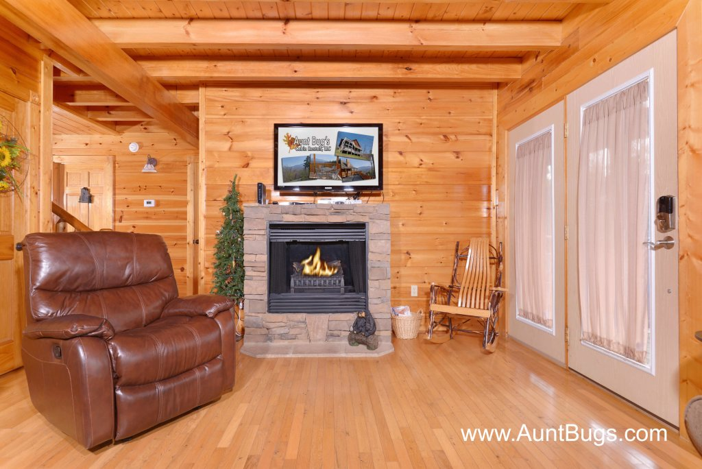 Photo of a Sevierville Cabin named Poolside Retreat #221 - This is the twenty-sixth photo in the set.