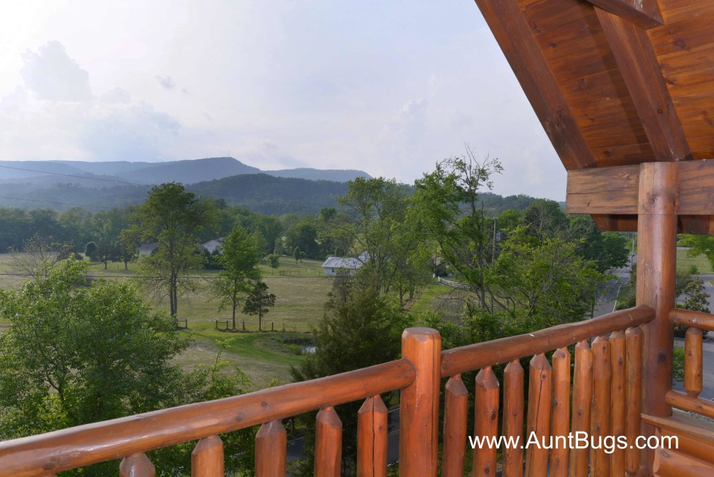 Photo of a Sevierville Cabin named Poolside Retreat #221 - This is the twenty-seventh photo in the set.