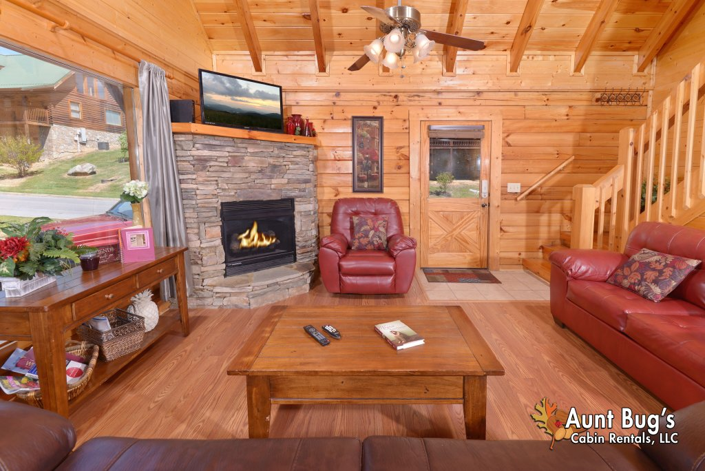 Photo of a Pigeon Forge Cabin named Whispering Creek #302 - This is the tenth photo in the set.