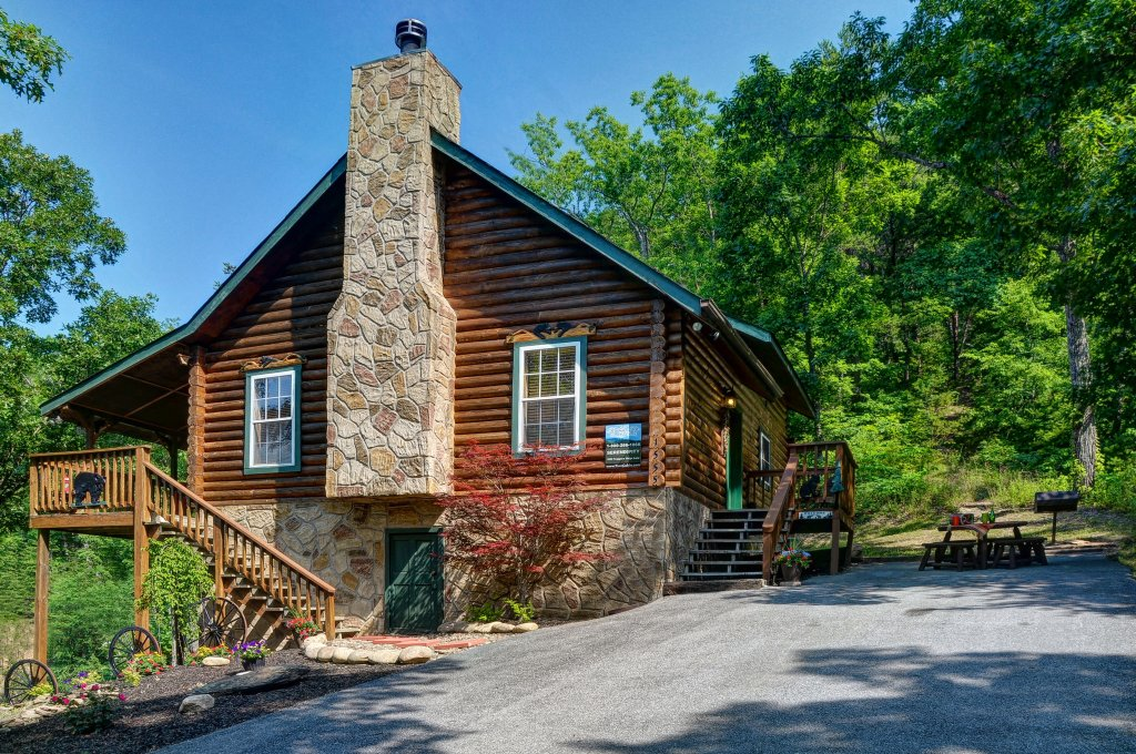 Photo of a Pigeon Forge Cabin named Serendipity - This is the twenty-sixth photo in the set.