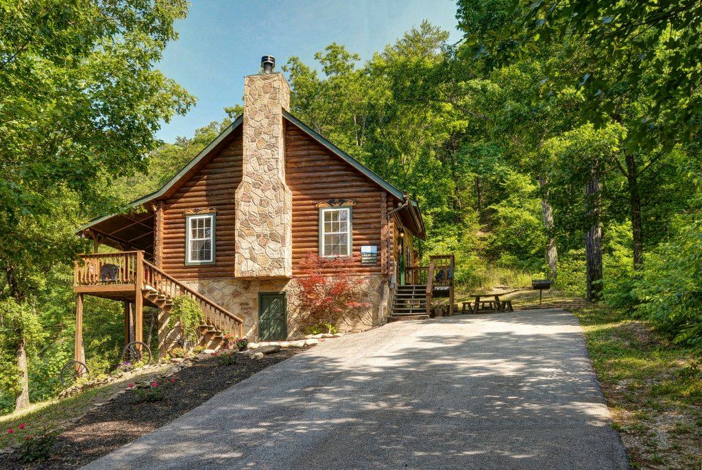 Photo of a Pigeon Forge Cabin named Serendipity - This is the twenty-second photo in the set.