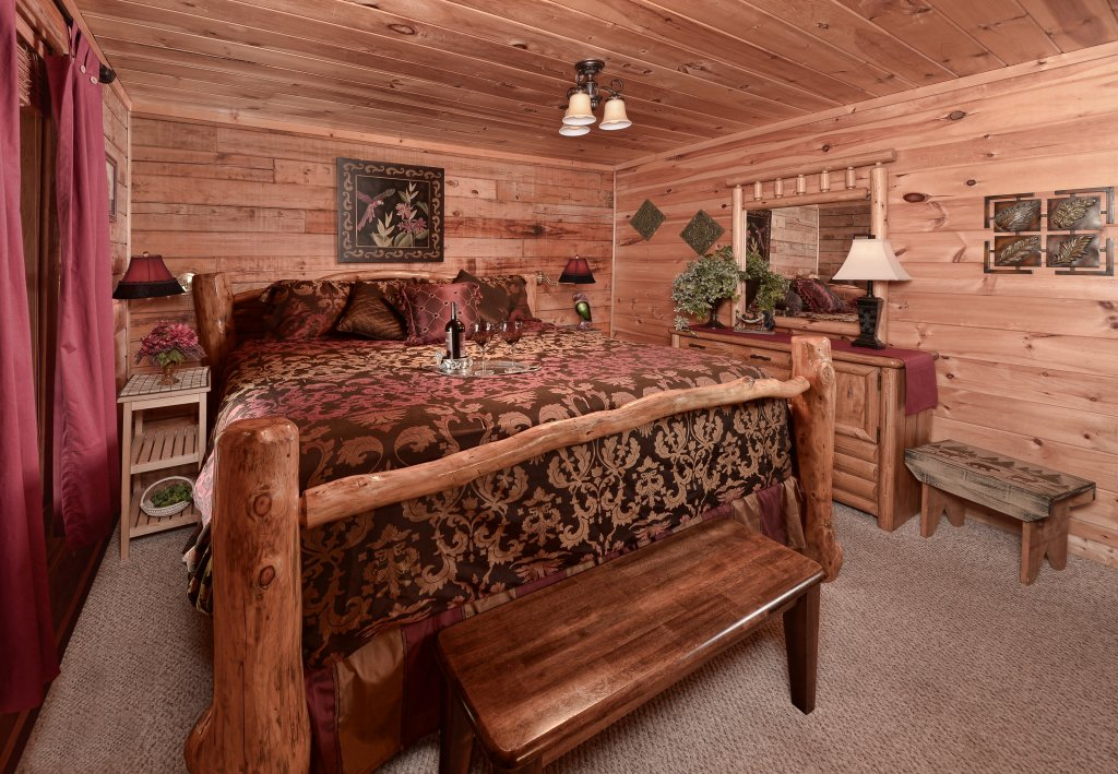 Photo of a Pigeon Forge Cabin named Serendipity - This is the ninth photo in the set.