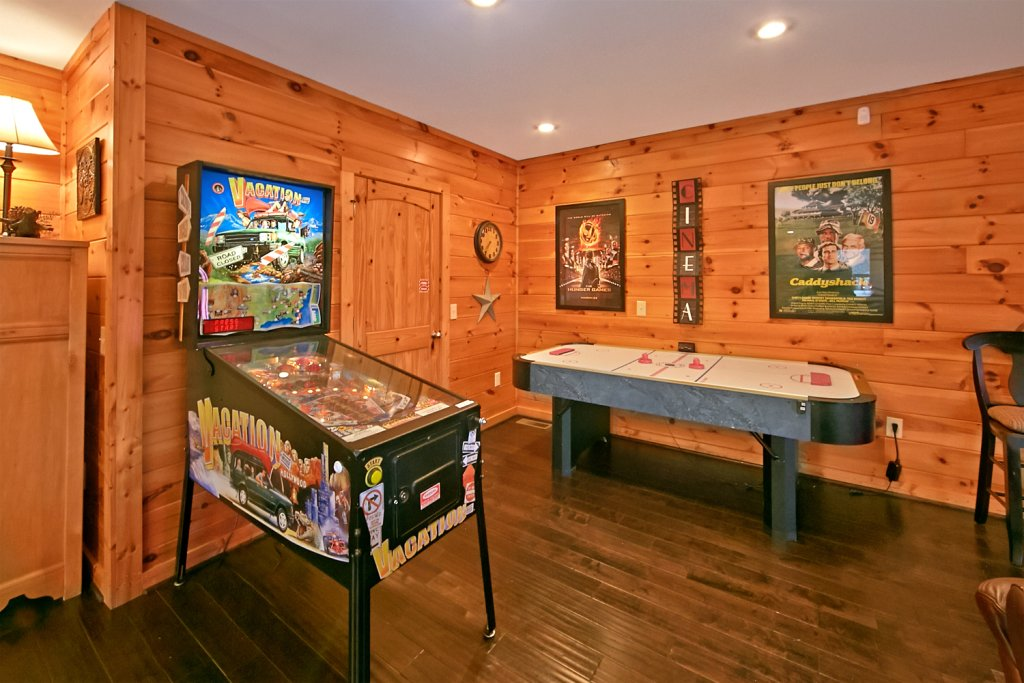 Photo of a Pigeon Forge Cabin named Mountaintop Paradise - This is the thirty-sixth photo in the set.