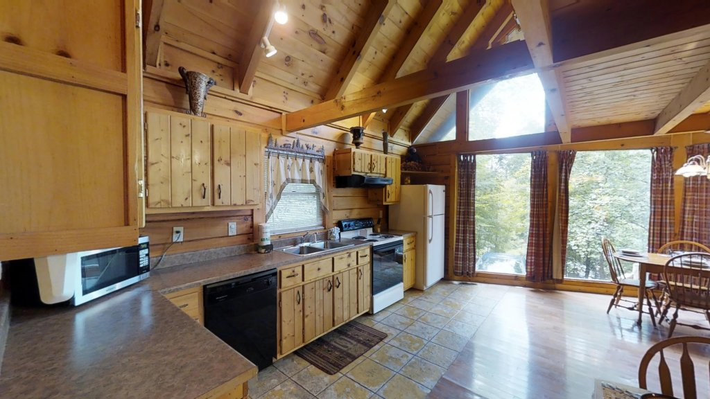 Photo of a Gatlinburg Cabin named Highlander #224 - This is the second photo in the set.