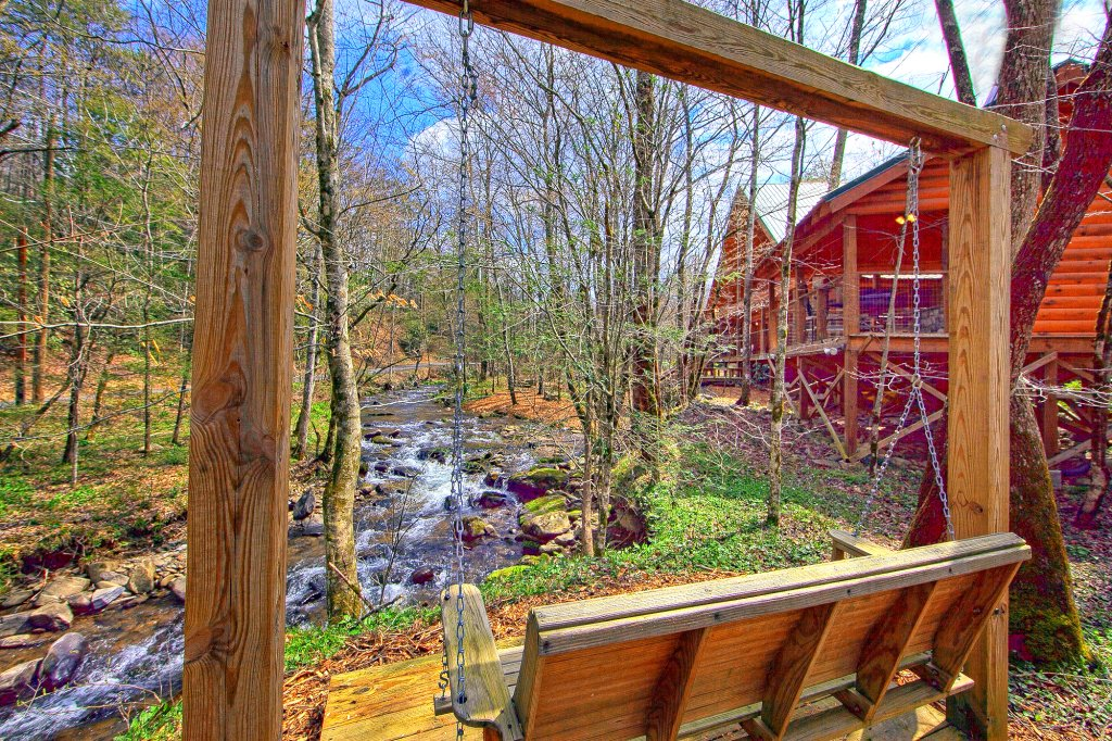 Photo of a Gatlinburg Cabin named Creeksong - This is the fifth photo in the set.