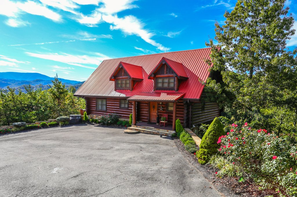 Photo of a Pigeon Forge Cabin named Mountaintop Paradise - This is the second photo in the set.