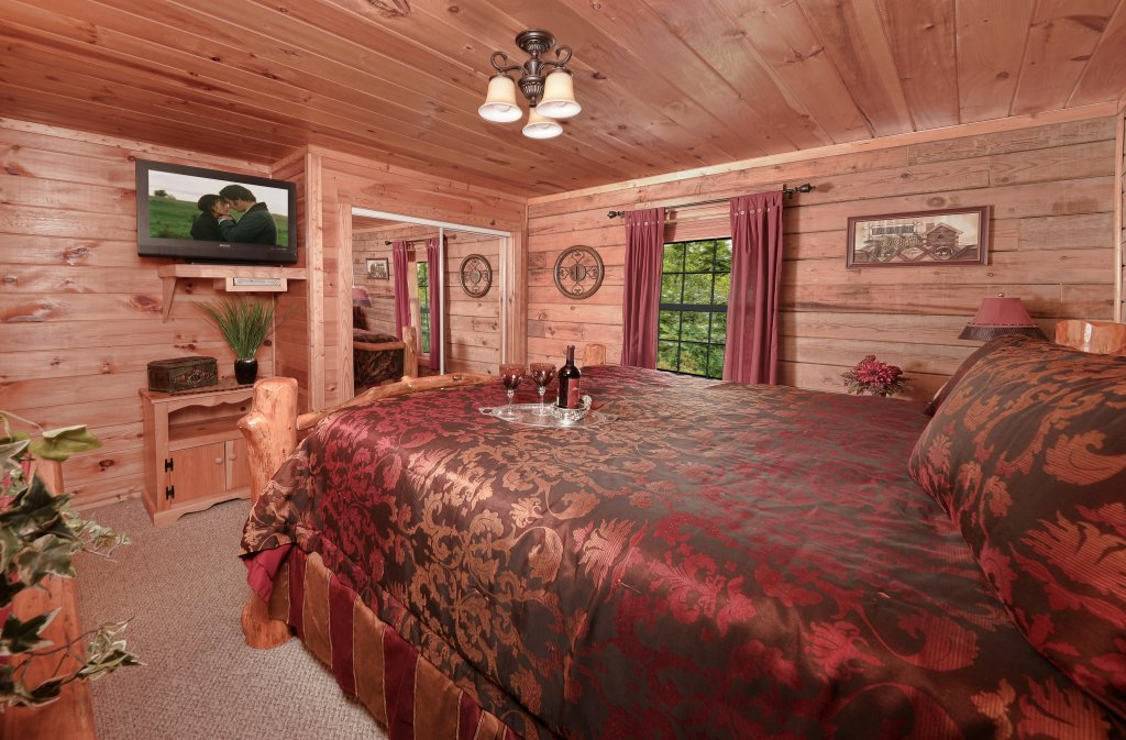 Photo of a Pigeon Forge Cabin named Serendipity - This is the tenth photo in the set.