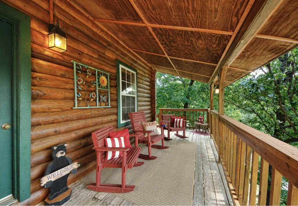 Photo of a Pigeon Forge Cabin named Serendipity - This is the twenty-first photo in the set.