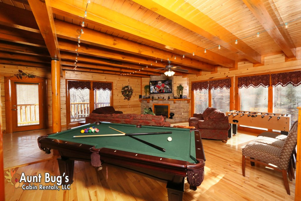 Photo of a Gatlinburg Cabin named Swimmin With Bears #375 - This is the sixth photo in the set.
