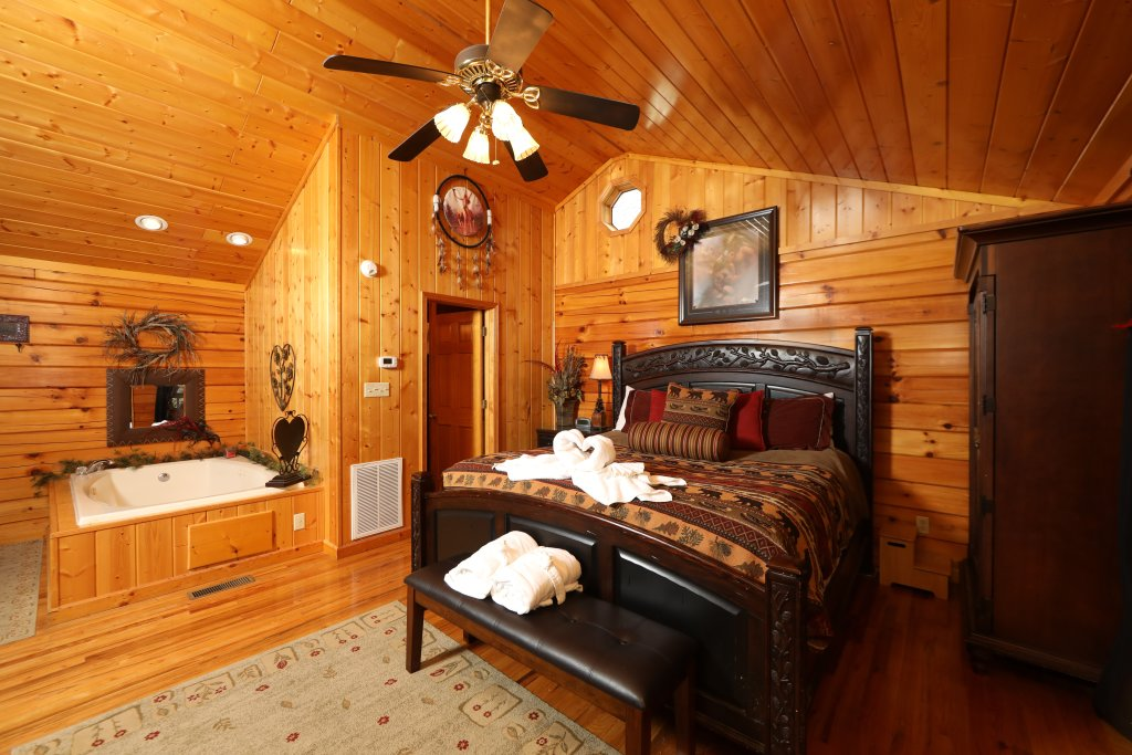 Photo of a Pigeon Forge Cabin named Cherokee Nights #132 - This is the third photo in the set.