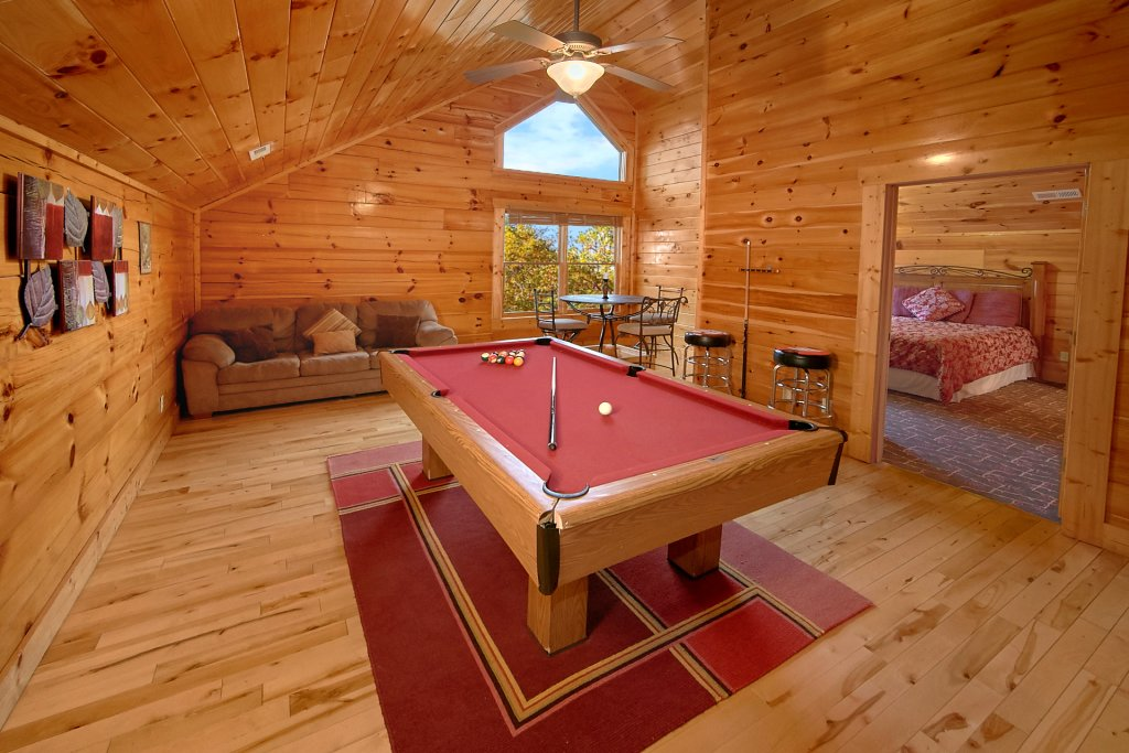 Photo of a Sevierville Cabin named Swimming In Paradise - This is the seventh photo in the set.