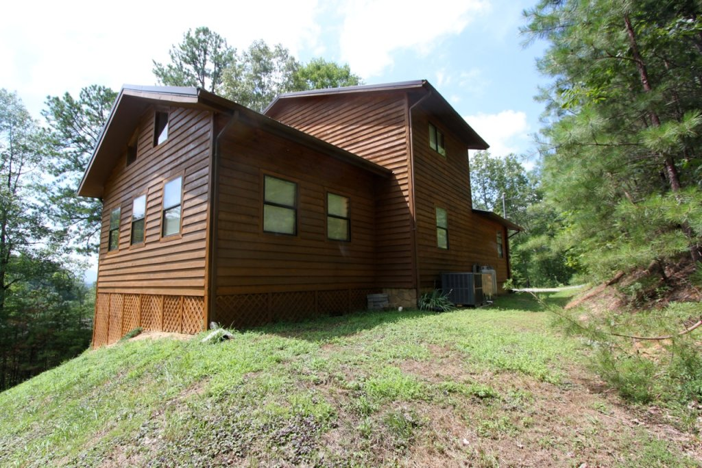 Photo of a Pigeon Forge Cabin named Woodhaven #1741 - This is the second photo in the set.