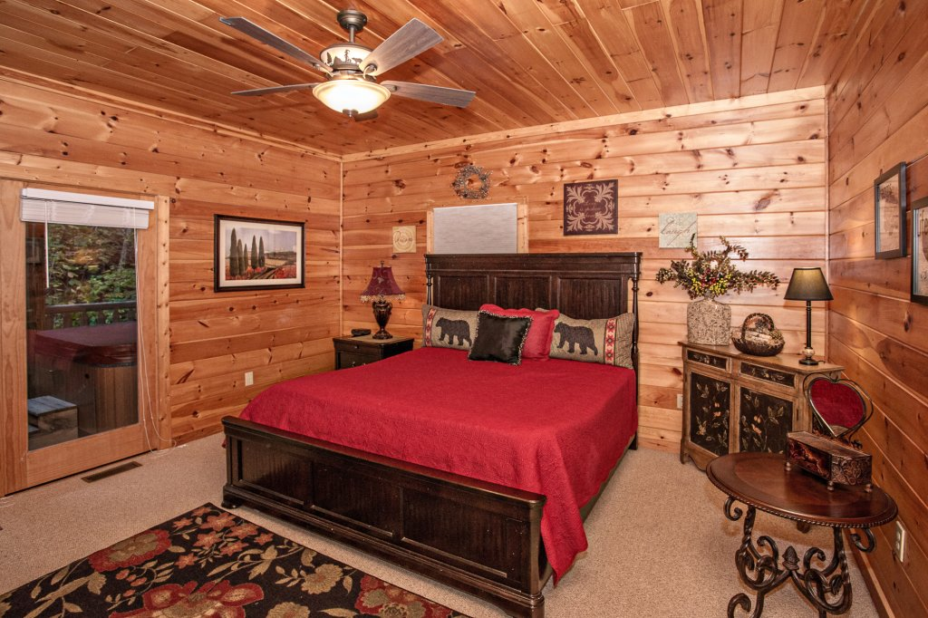 Photo of a Pigeon Forge Cabin named Cedar Forest - This is the thirty-fourth photo in the set.