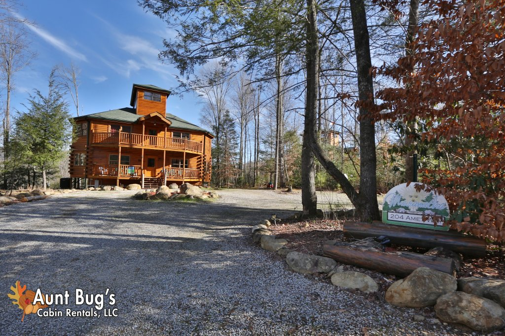 Photo of a Gatlinburg Cabin named Swimmin With Bears #375 - This is the twenty-ninth photo in the set.