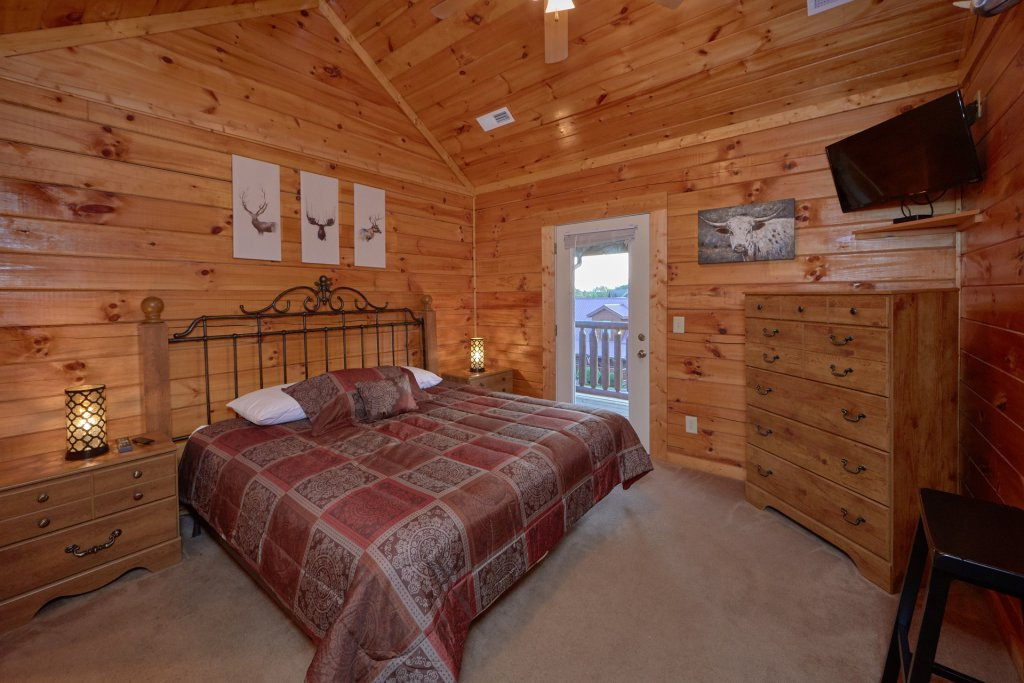 Photo of a Pigeon Forge Cabin named Mountain Pool Lodge - This is the nineteenth photo in the set.