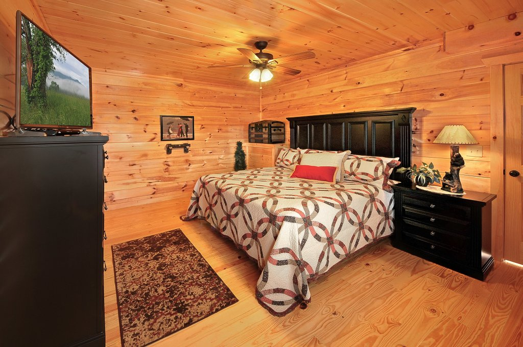 Photo of a Pigeon Forge Cabin named Kings Mountain Lodge - This is the eighteenth photo in the set.