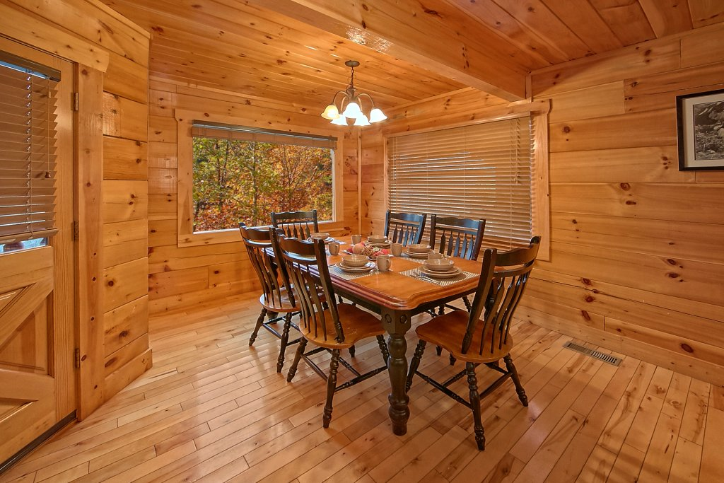 Photo of a Sevierville Cabin named Swimming In Paradise - This is the twelfth photo in the set.