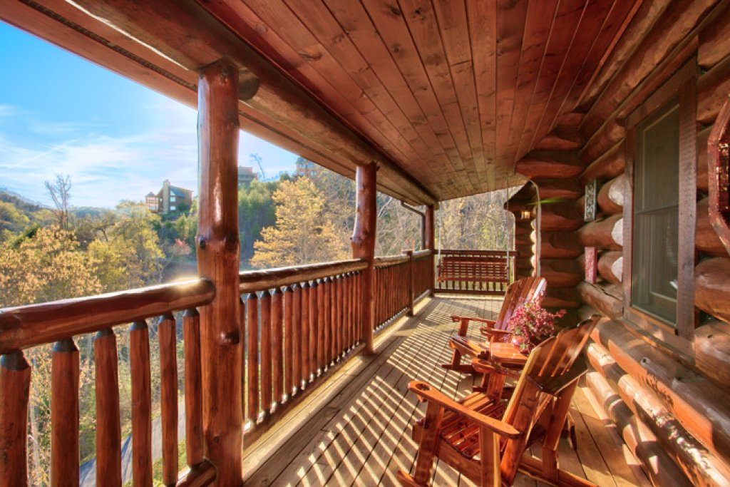 Photo of a Pigeon Forge Cabin named Mountaintop Paradise - This is the twenty-first photo in the set.