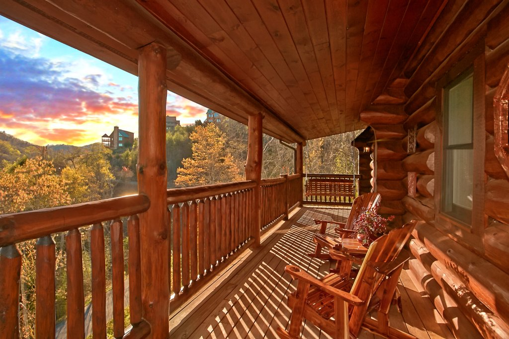 Photo of a Pigeon Forge Cabin named Mountaintop Paradise - This is the seventeenth photo in the set.