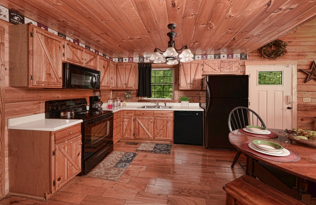 Photo of a Pigeon Forge Cabin named Serendipity - This is the fifth photo in the set.