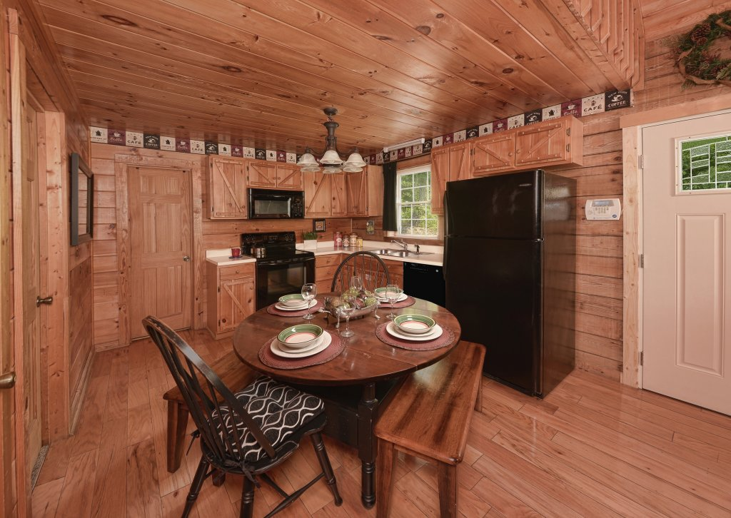 Photo of a Pigeon Forge Cabin named Serendipity - This is the sixth photo in the set.