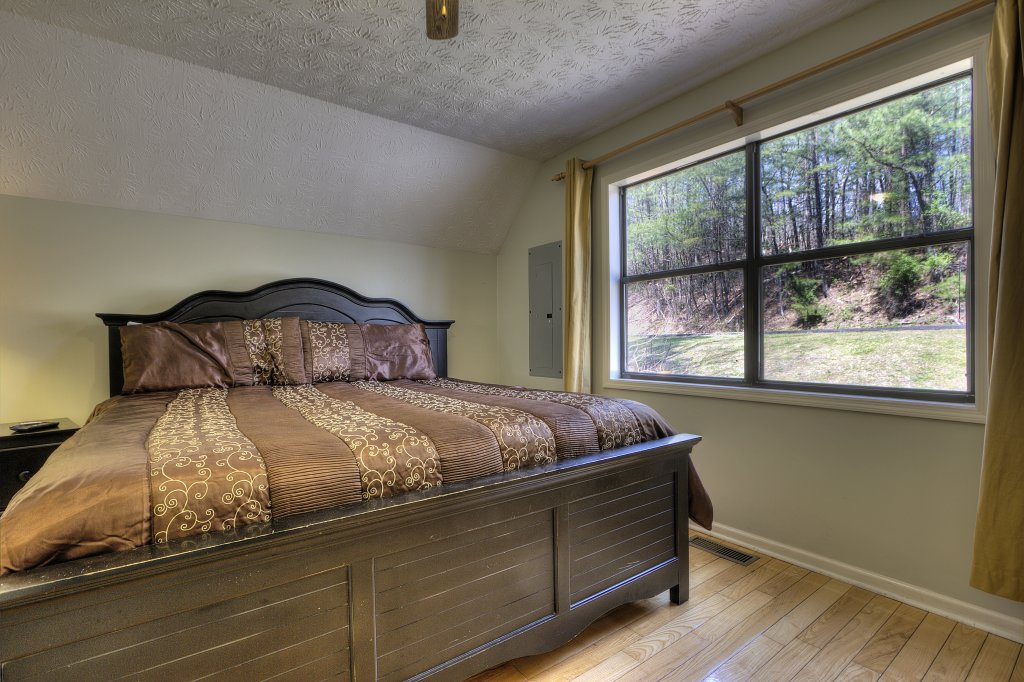 Photo of a Gatlinburg Cabin named Bear Run Getaway #1136 - This is the seventeenth photo in the set.