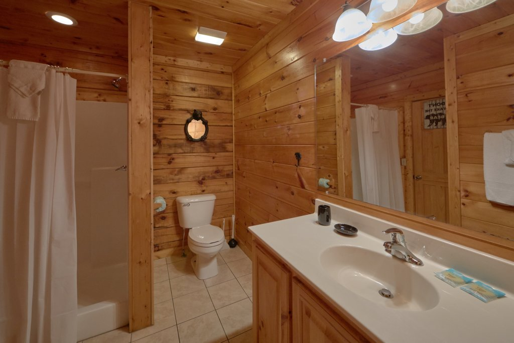 Photo of a Pigeon Forge Cabin named Mountain Pool Lodge - This is the eighteenth photo in the set.