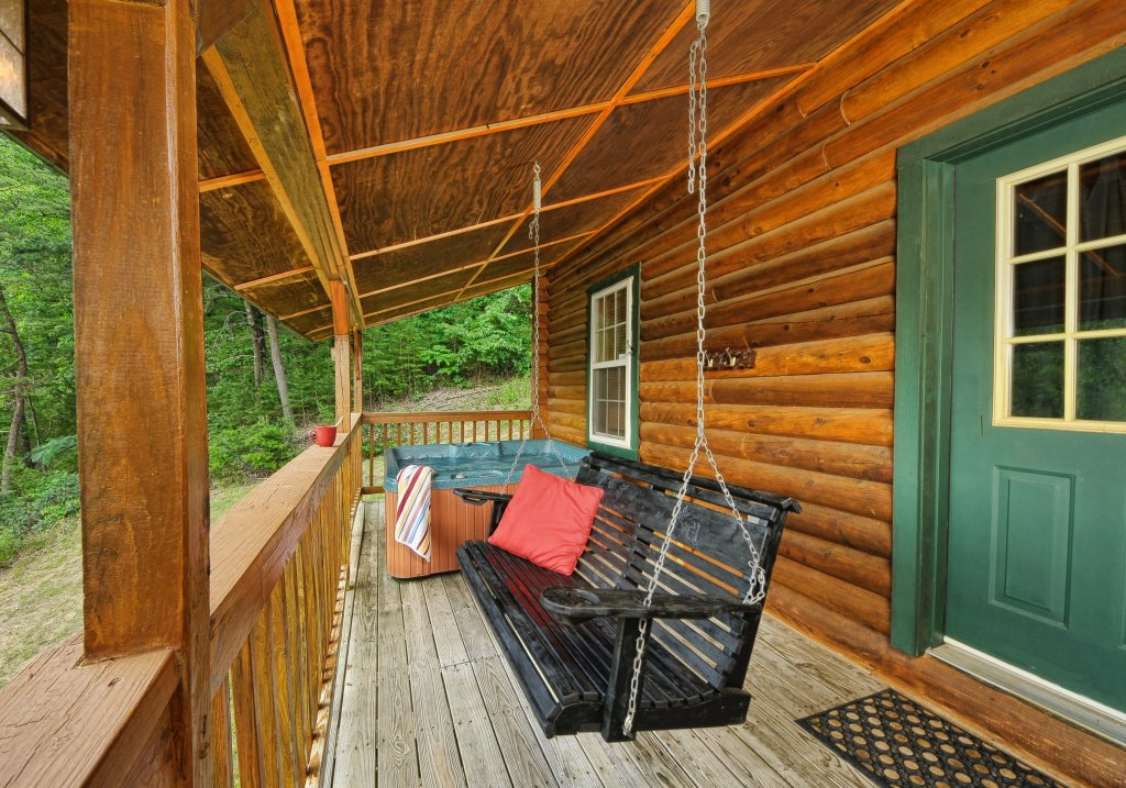 Photo of a Pigeon Forge Cabin named Serendipity - This is the nineteenth photo in the set.