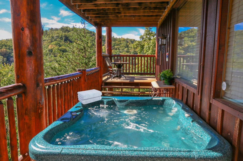 Photo of a Pigeon Forge Cabin named Mountaintop Paradise - This is the fiftieth photo in the set.
