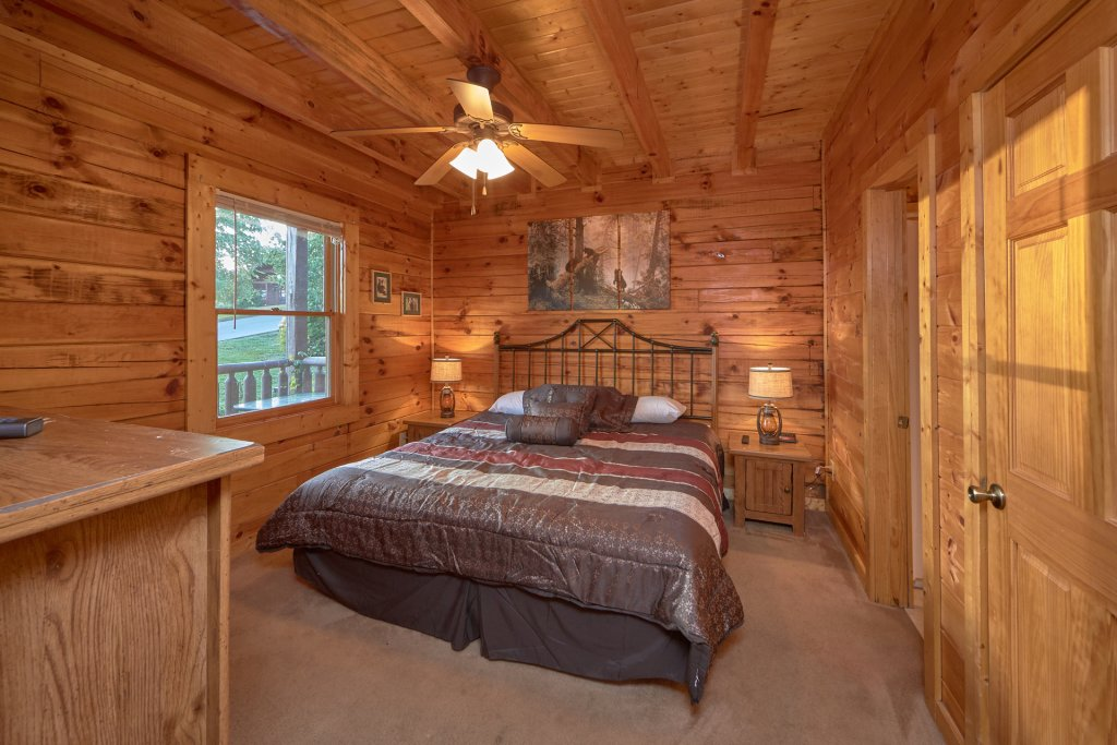 Photo of a Pigeon Forge Cabin named Mountain Pool Lodge - This is the fourteenth photo in the set.
