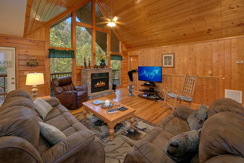 Photo of a Pigeon Forge Cabin named Sweet Mountain Laurel #403 - This is the fourth photo in the set.