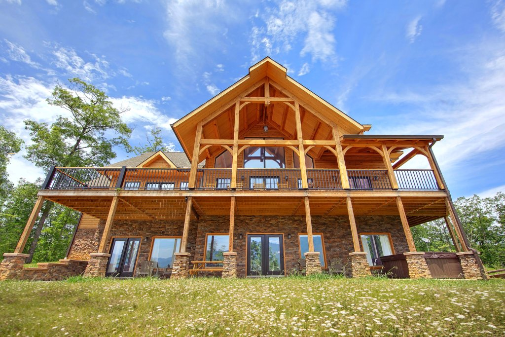 Photo of a Gatlinburg Cabin named Amazing Views Retreat - This is the second photo in the set.