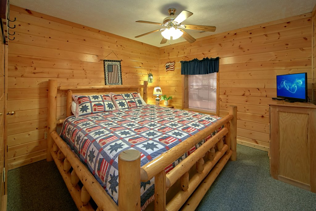 Photo of a Pigeon Forge Cabin named Sweet Mountain Laurel #403 - This is the sixteenth photo in the set.