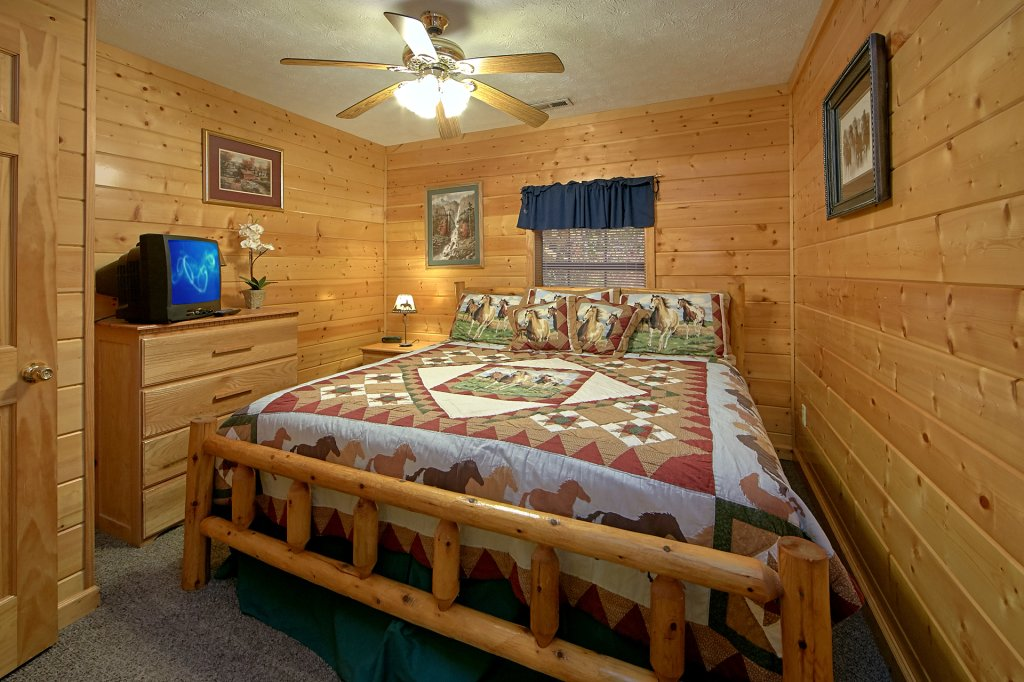 Photo of a Pigeon Forge Cabin named Sweet Mountain Laurel #403 - This is the seventeenth photo in the set.
