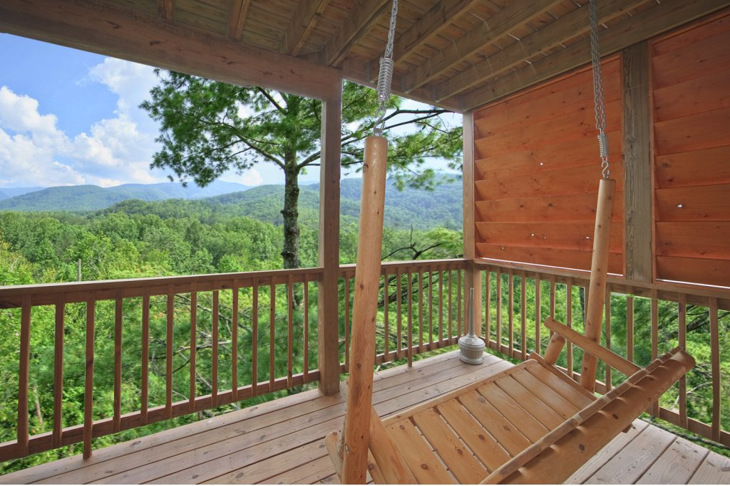 Photo of a Gatlinburg Cabin named Tree Tops - This is the second photo in the set.