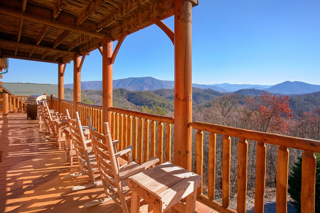 Photo of a Sevierville Cabin named Vista Lodge - This is the second photo in the set.