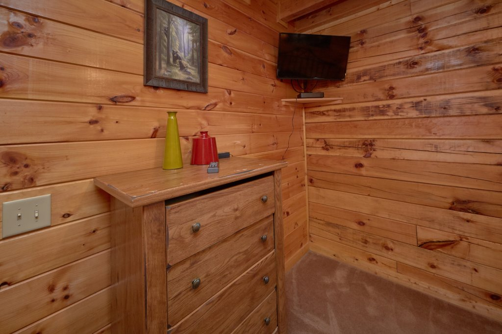Photo of a Pigeon Forge Cabin named Mountain Pool Lodge - This is the fifteenth photo in the set.