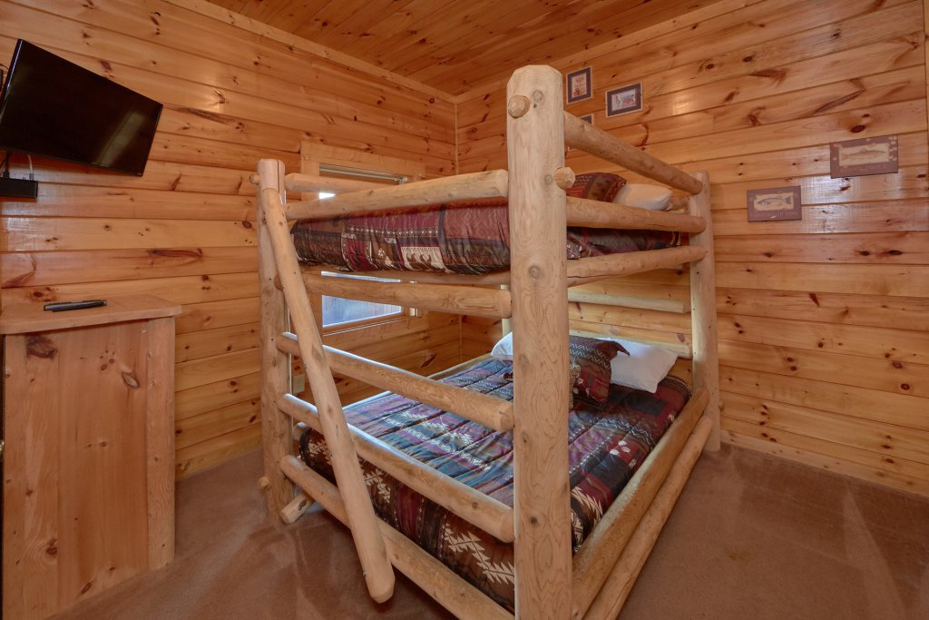 Photo of a Pigeon Forge Cabin named Mountain Pool Lodge - This is the twentieth photo in the set.