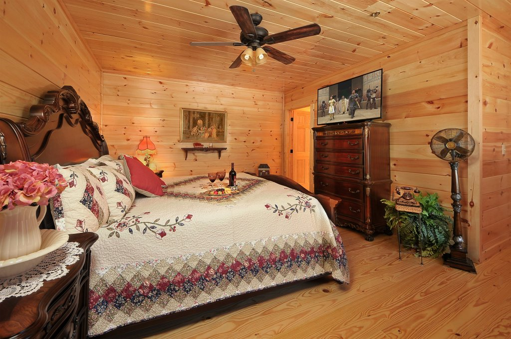Photo of a Pigeon Forge Cabin named Kings Mountain Lodge - This is the fourteenth photo in the set.