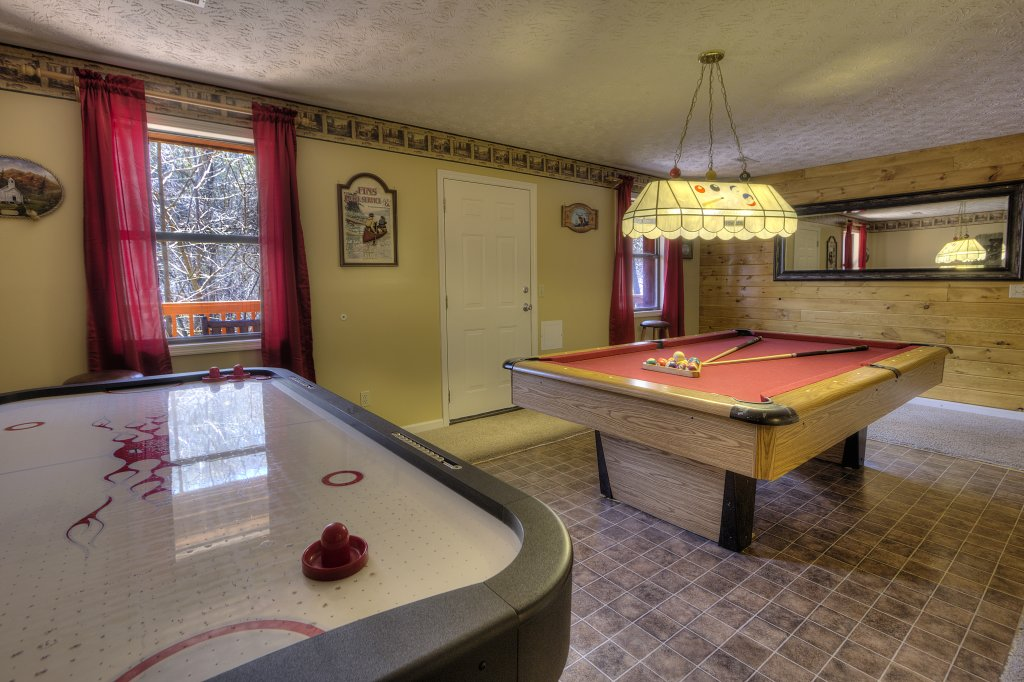 Photo of a Gatlinburg Cabin named Bear Run Getaway #1136 - This is the second photo in the set.