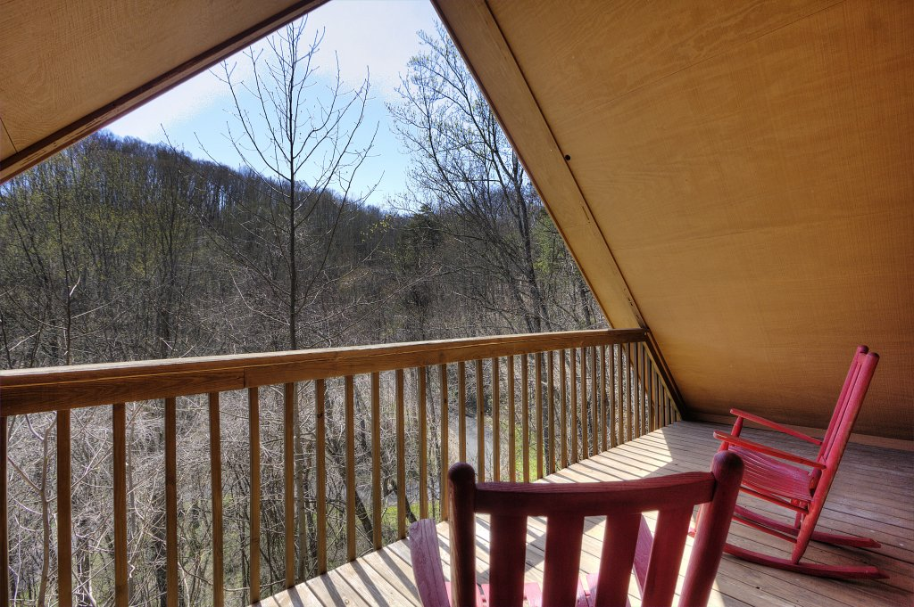 Photo of a Gatlinburg Cabin named Bear Run Getaway #1136 - This is the forty-third photo in the set.