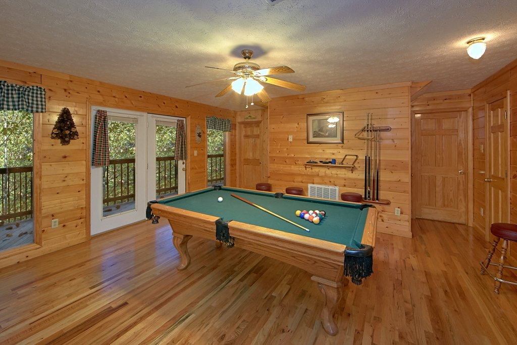 Photo of a Pigeon Forge Cabin named Sweet Mountain Laurel #403 - This is the nineteenth photo in the set.