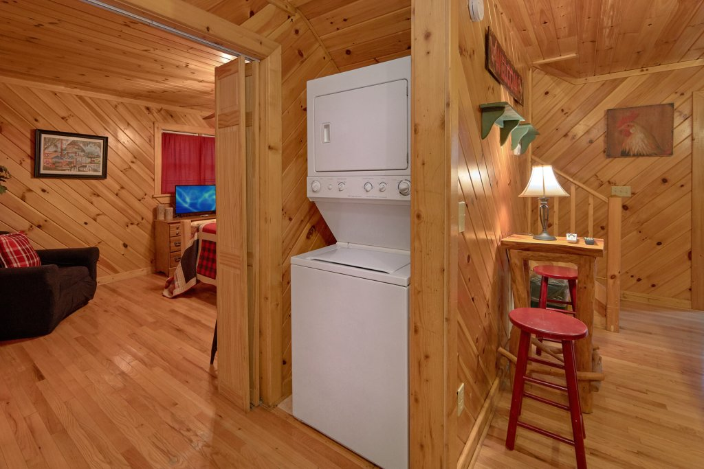 Photo of a Pigeon Forge Cabin named Rooster Ridge Cabin #231 - This is the twenty-first photo in the set.
