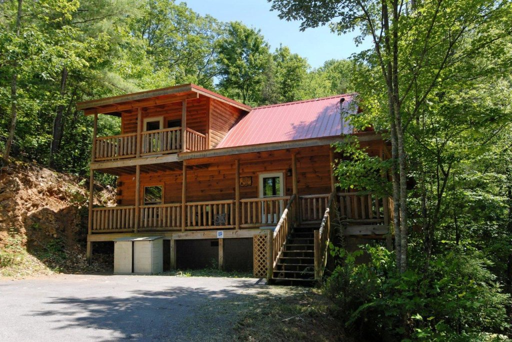 Photo of a Gatlinburg Cabin named Pine Cove Hideaway #1816 - This is the first photo in the set.