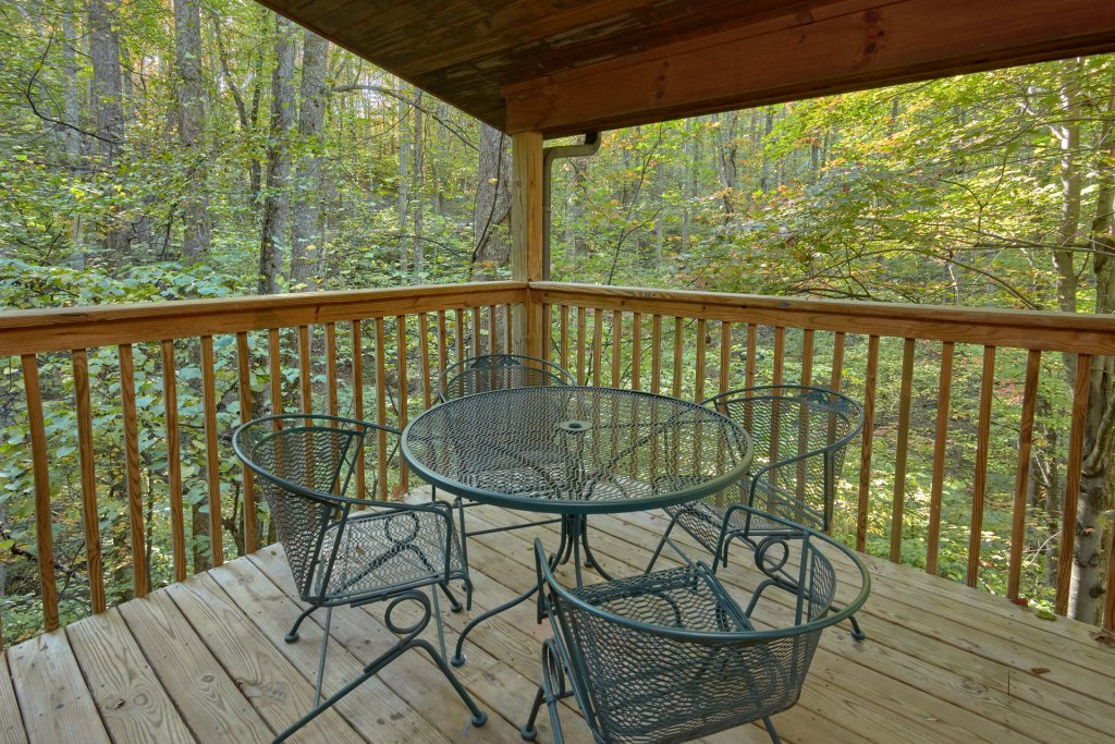 Photo of a Pigeon Forge Cabin named Rooster Ridge Cabin #231 - This is the seventeenth photo in the set.