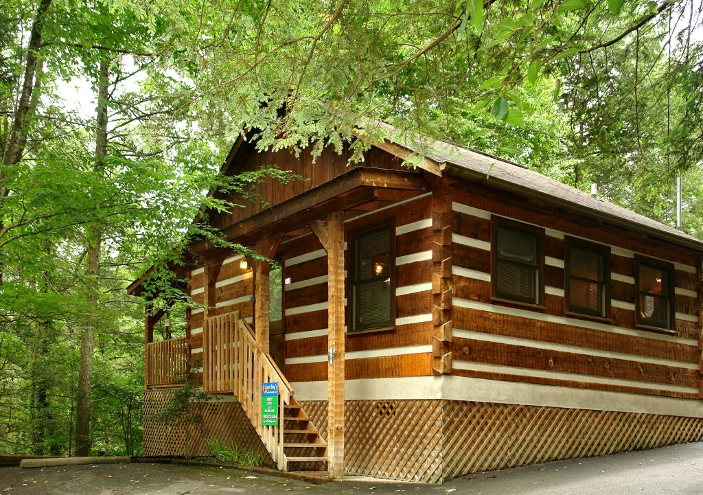 Photo of a Gatlinburg Cabin named Puppy Love #1619 - This is the first photo in the set.